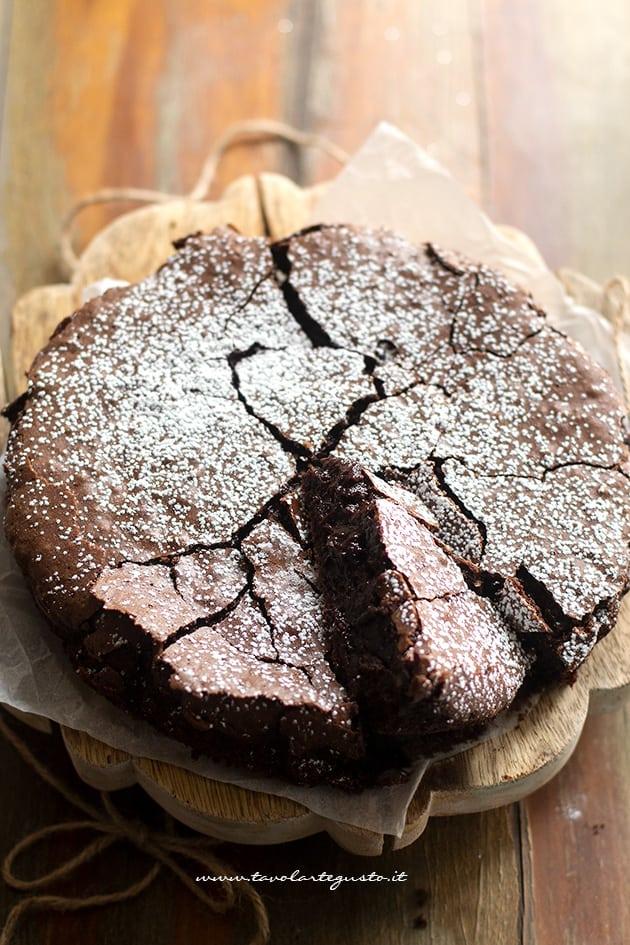 Torta al cioccolato fondente (morbida e cremosa) Torta al cioccolato