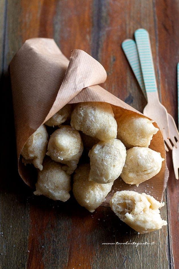 Zeppole di Pasta cresciuta - Pastacresciute napoletane