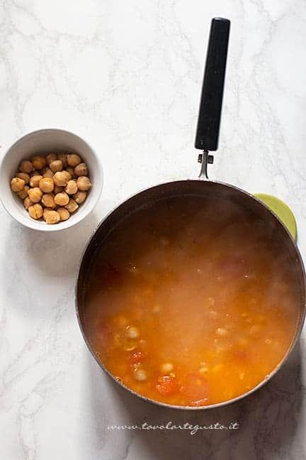 ceci stufati con pomodorini - Ricetta Lagane e ceci