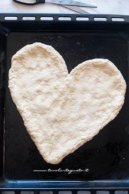 come fare la pizza a forma di cuore - Ricetta Pizza a forma di cuore