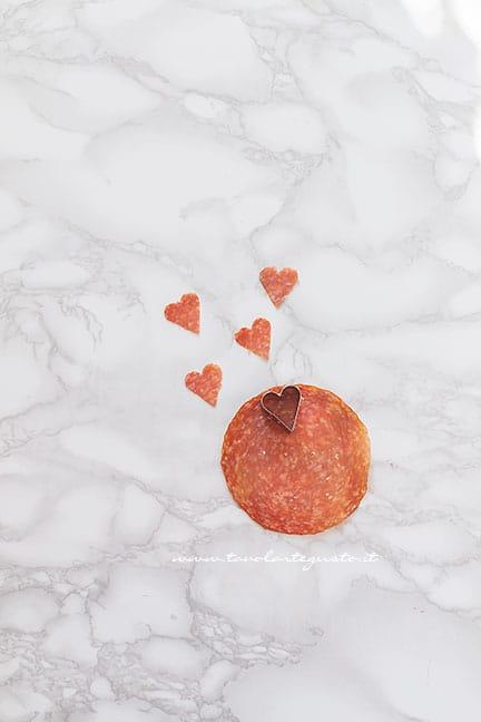 cuoricini di salame -Ricetta Pizza a forma di cuore