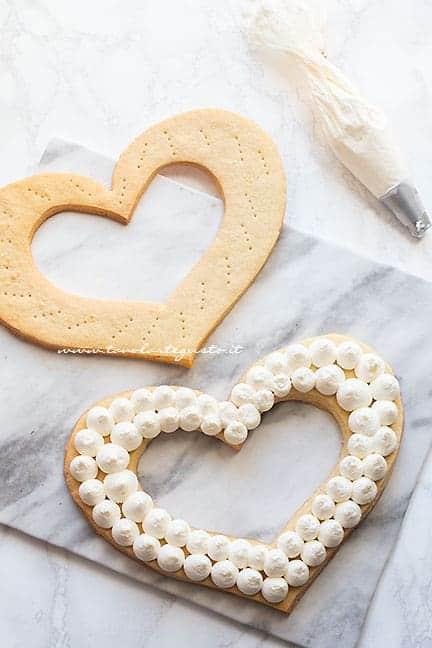 farcire e decorare la Cream Tart -Ricetta Cream Tar