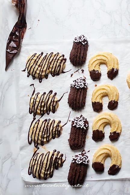 glassare i biscotti di frolla montata - Ricetta Pasta frolla montata