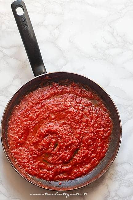 preparare il sugo - Ricetta Manfredi con la Ricotta