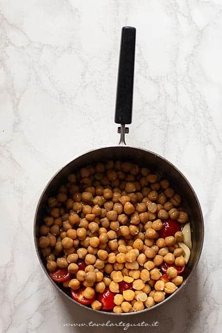 preparare la minestra di ceci -Ricetta Lagane e ceci