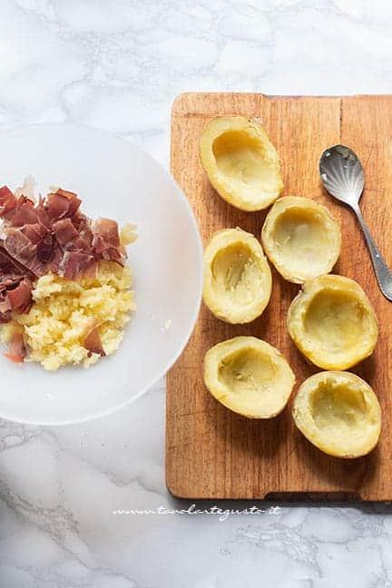 svuotare le patate - Ricetta Patate ripiene