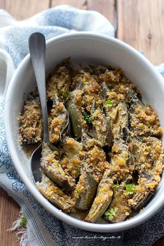 Carciofi al forno con gratin croccante ricetta facile e for Carciofi ricette