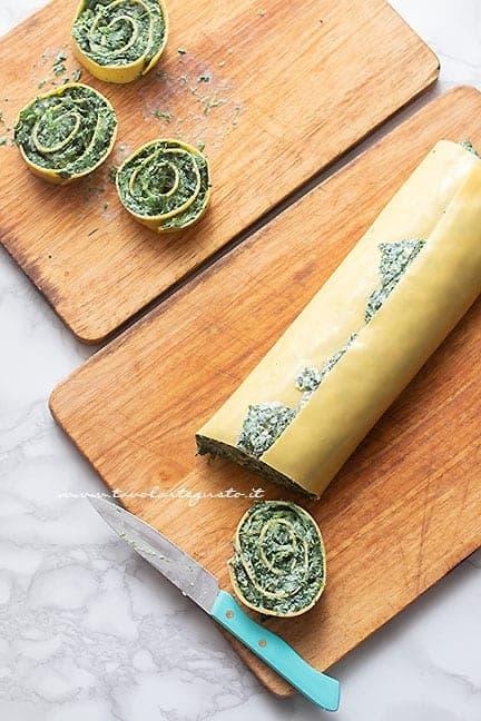 affettare le girelle di lasagne - Ricetta Girelle di lasagne