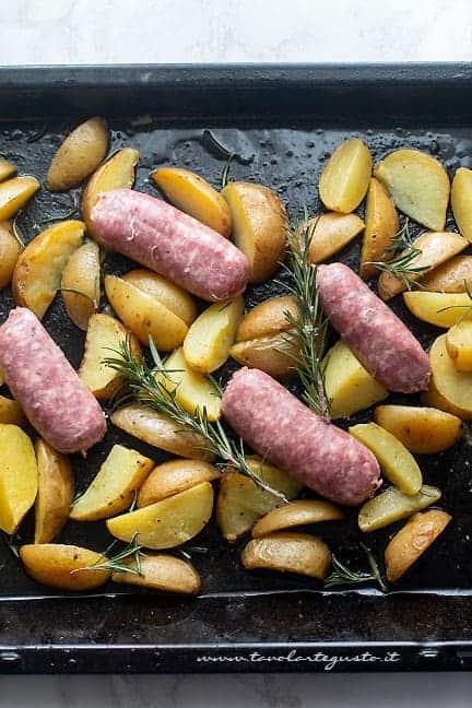 come fare salsiccia e patate - Ricetta Salsiccia e patate al forno