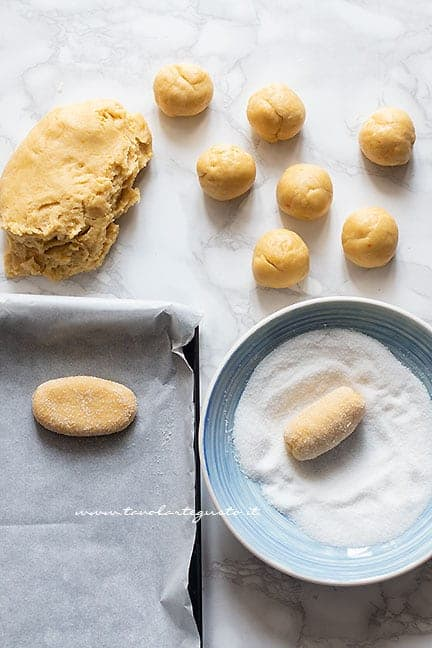 come formare i biscotti da latte - Ricetta Biscotti al latte