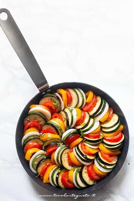 cuocere le verdure stufate in padella - Ricetta Ratatouille