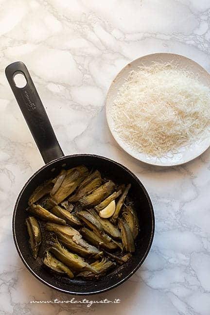 trifolare i carciofi in padella - Ricetta Pasta con carciofi