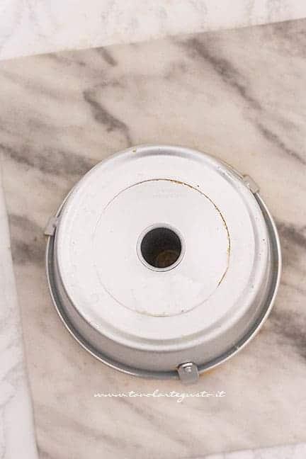 Lasciare raffreddare capovolto - Ricetta Chiffon Cake