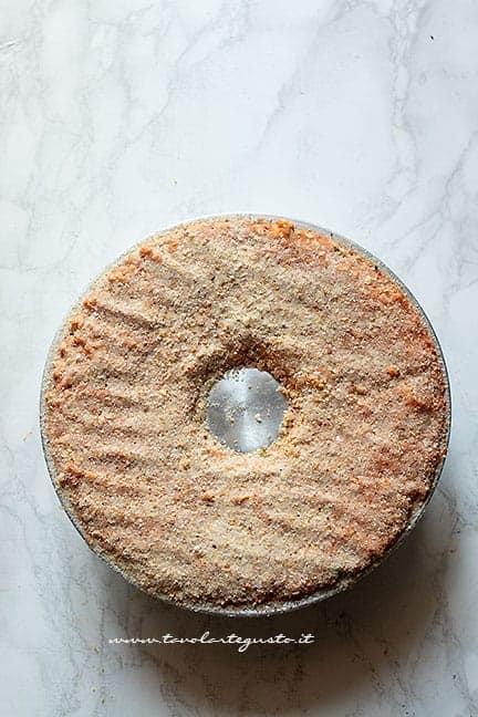 Spolverare di pan grattato - Ricetta Sartù di riso