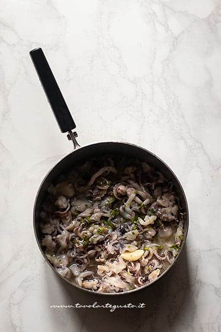 calamaretti sfumati con vino bianco - Pasta con calamari