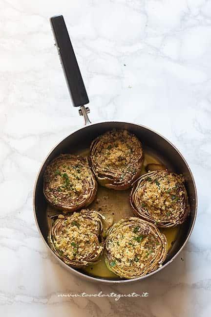 cuocere i carciofi ripieni in padella poi gratinare forno -Ricetta carciofi ripieni