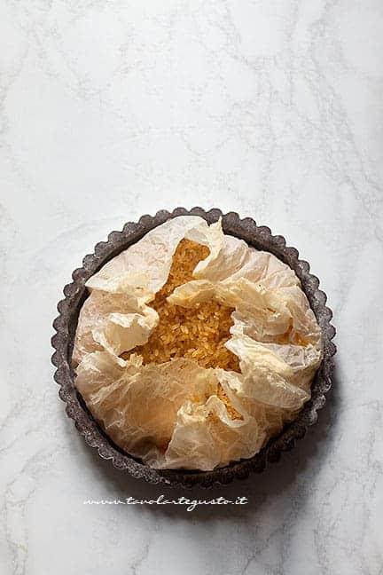 cuocere il guscio di frolla al cacao - Ricetta Crostata con ovetti di pasqua al cioccolato