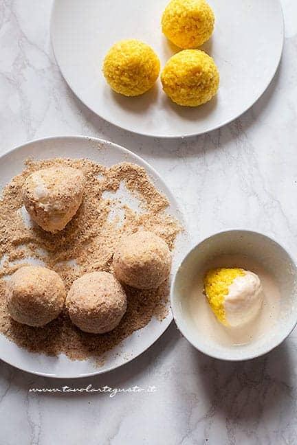 doppia panatura per arancini - Ricetta Arancini di riso