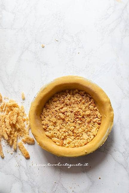 preparare il guscio di pasta frolla - Ricetta Cassata al forno siciliana