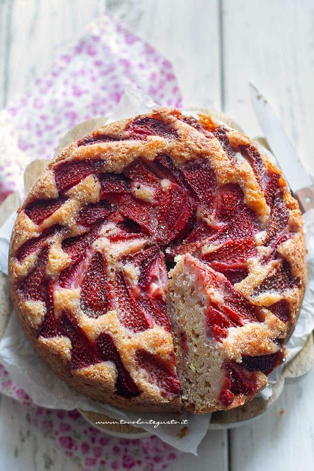 torta di fragole vegan - Torta di fragole senza uova senza burro senza latte