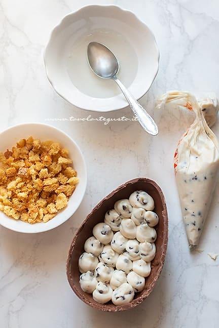 uovo di pasqua farcito - Ricetta uova di cioccolato ripiene