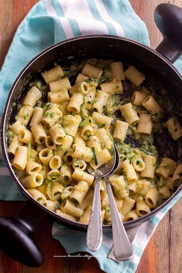 Ricetta Veloce Con Zucchine.Pasta Con Zucchine Cremosa E Veloce Ricetta In 15 Minuti