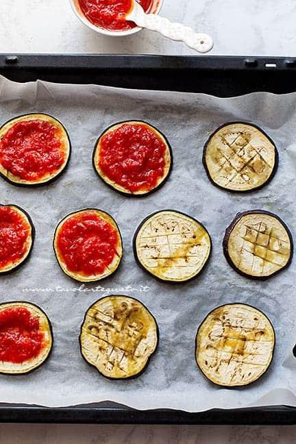 condire le melanzane - Ricetta pizzette di melanzane