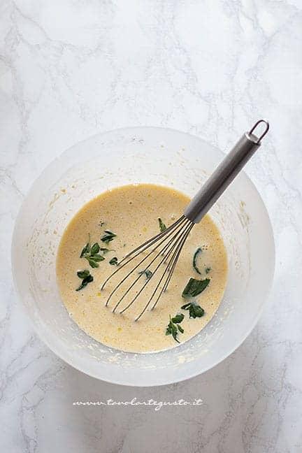 pastella uova, latte e farina - Ricetta Clafoutis salato