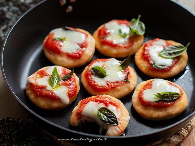 pizzette in padella veloci e senza lievitazione-