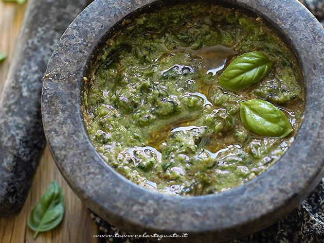 Pesto alla genovese - Ricetta originale pesto fatto in casa alla genovese-