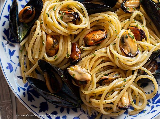 Spaghetti con le cozze - Ricetta Spaghetti con le cozze-