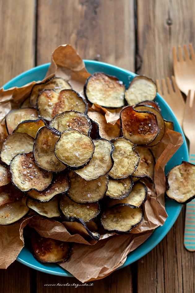 chips di melanzane al forno - Ricetta Chips di melanzane