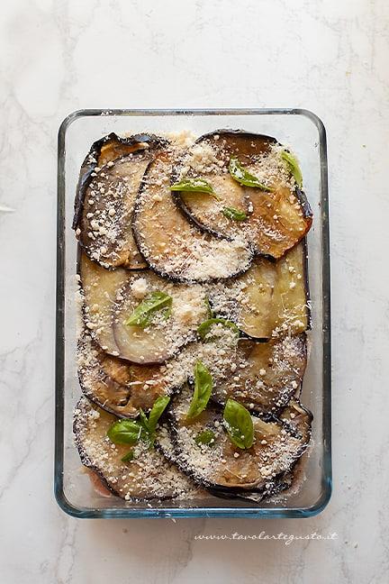 cuocere in forno - Ricetta parmigiana bianca di melanzane