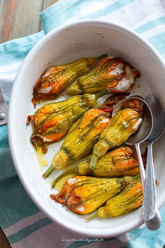 Fiori Zucchine Ricette.Fiori Di Zucca Ripieni Ricotta E Mozzarella Ricetta
