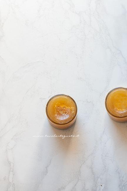 mettere in vasetti la confettura - Ricetta Marmellata di pere