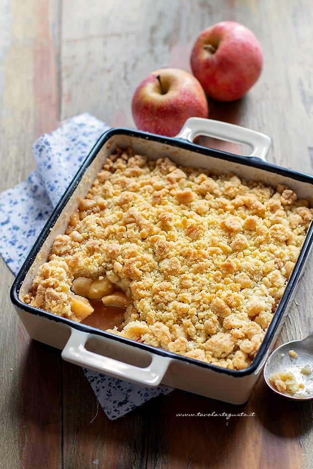 Crumble di mele (apple crumble) - Ricetta Crumble di mele