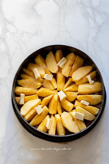aggiungere le mele in teglia - Ricetta Tarte Tatin
