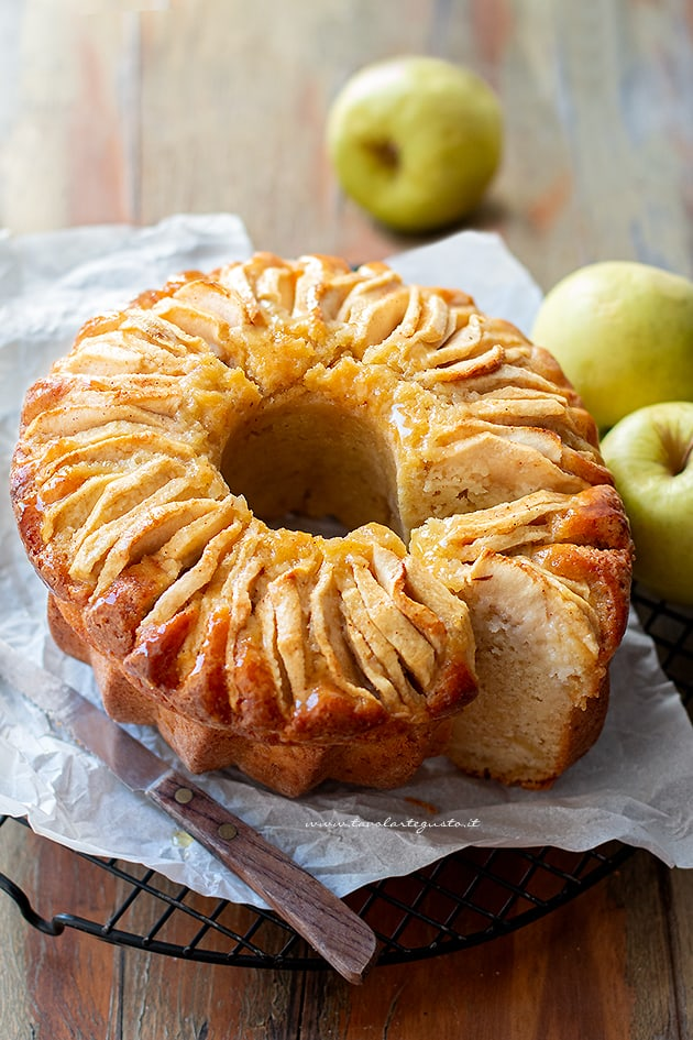 ciambella alle mele - Ricetta ciambellone alle mele