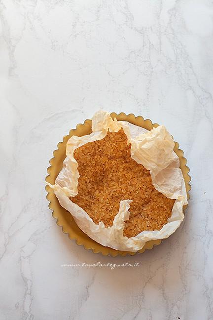 cuocere il guscio in bianco - Ricetta Crostata con panna cotta