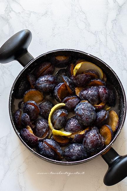 marinare le prugne con zucchero e limone - Ricetta marmellata di prugne