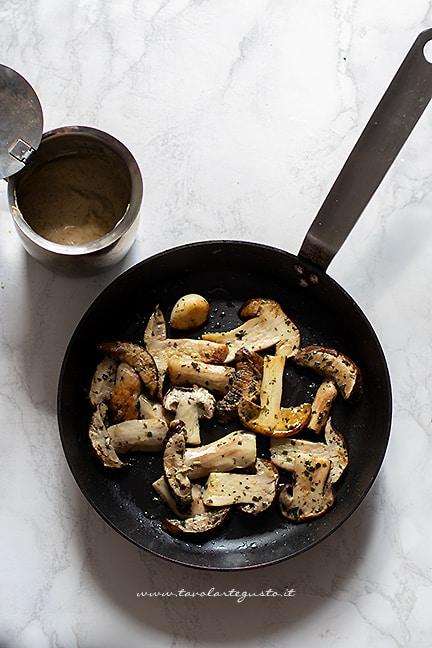 preparare i porcini e frullare in crema - Ricetta Risotto con funghi