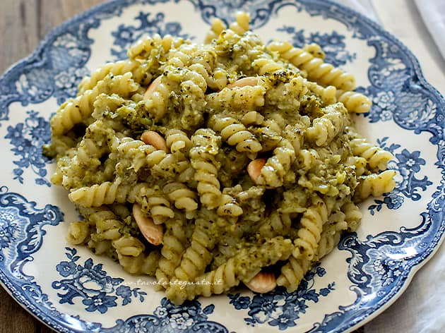 Pasta con broccoli - Ricetta Pasta con i broccoli-
