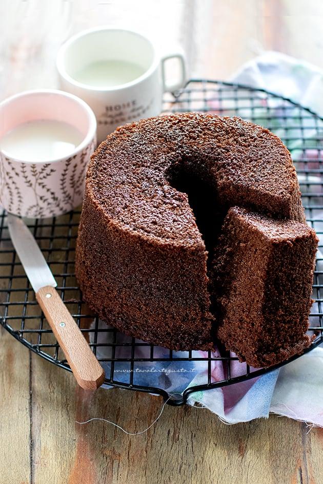 chiffon cake al cioccolato - Ricetta chiffon cake al cacao