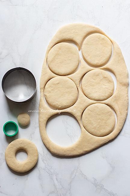 come fare le ciambelle americane - Ricetta Donuts