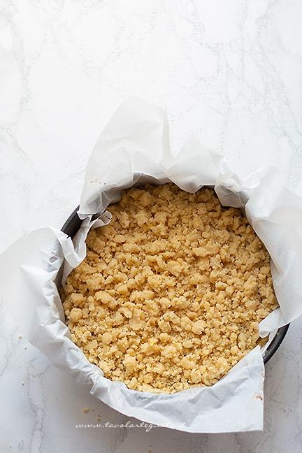 coprire con briciole croccanti - Ricetta Sbriciolata alla nutella
