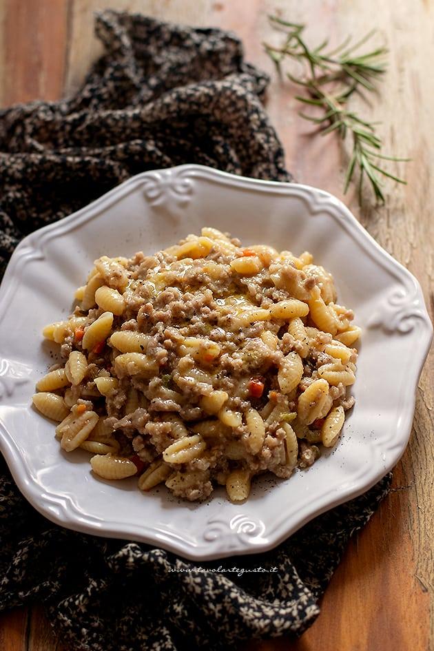 pasta con ragu bianco - Ricetta ragu bianco