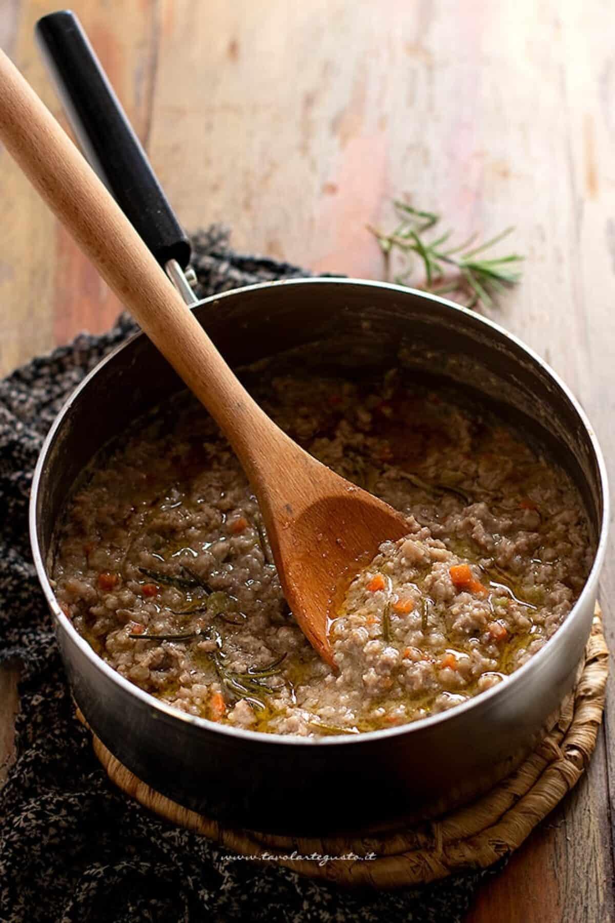 Ricetta Ragu Macinato.Ragu Bianco Ricetta Perfetta E Veloce Per Un Sugo Cremoso E Squisito