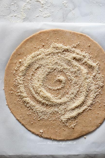stendere la galette - Ricetta Galette alle mele