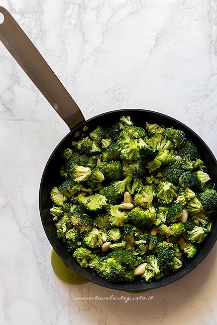 stufare i broccoli in padella - Ricetta Pasta con broccoli