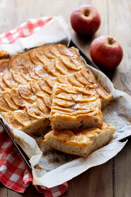 Focaccia di mele - Ricetta Focaccia dolce alle mele-